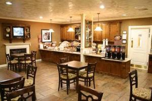 A restaurant or other place to eat at Hampton Inn Ukiah