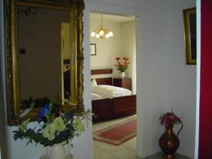 A bed or beds in a room at Haus Mooren, Hotel Garni