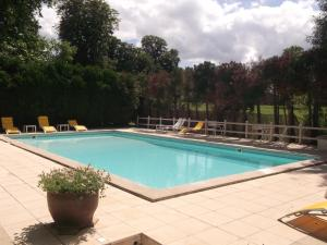 The swimming pool at or near Château de Nieuil, The Originals Collection (Relais du Silence)