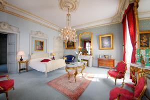 A seating area at Château de Nieuil, The Originals Collection (Relais du Silence)