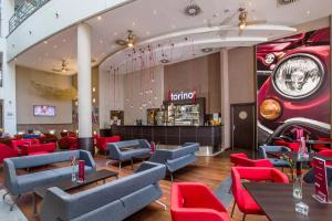 The lounge or bar area at Qubus Hotel Kraków