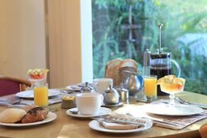 Breakfast options available to guests at Mont Fleur B&B