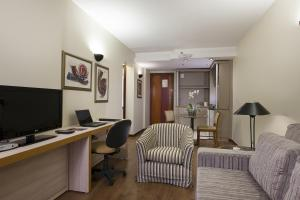 Uma área de estar em Metropolitan Hotel Brasília