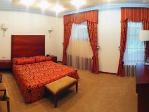 A bed or beds in a room at Hotel Zagorodny Ochag