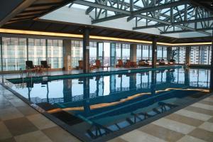 Der Swimmingpool an oder in der Nähe von Harriway Garden Hotel