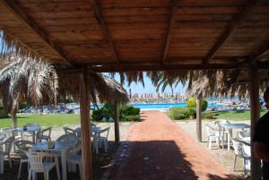 A restaurant or other place to eat at Hotel Baia Del Sole