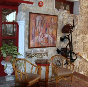 A seating area at Kiniras Traditional Hotel & Restaurant