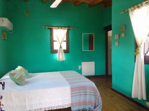 Una cama o camas en una habitación de Kailash Posada