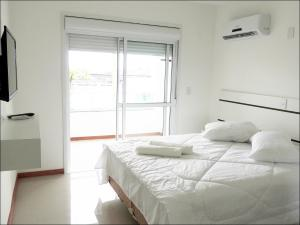 A bed or beds in a room at Pousada Molhes da Barra