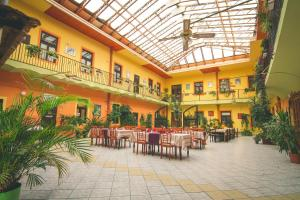 A restaurant or other place to eat at Penzión Grand
