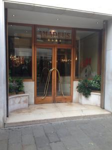 A fachada ou entrada em Hotel Amadeus