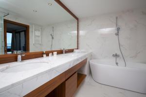 Un baño de Amadria Park Hotel Royal