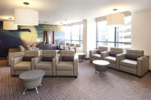 The lounge or bar area at Premier Inn London Gatwick Airport - North Terminal