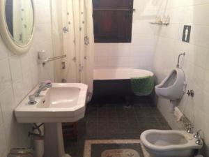 A bathroom at B&B El Retiro