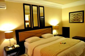 A bed or beds in a room at Casablanca Le Lido Thalasso & Spa (ex Riad Salam)