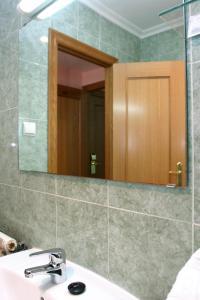 A bathroom at Hotel Cervantes