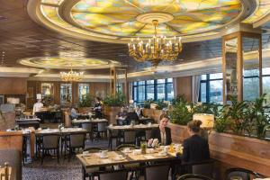A restaurant or other place to eat at Maritim Airport Hotel Hannover
