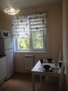 Кухня или мини-кухня в Apartments on Gogolya