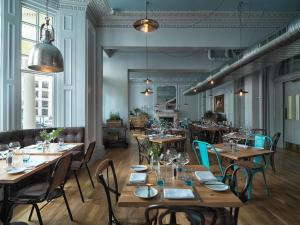 Um restaurante ou outro lugar para comer em Radisson Blu Edwardian Vanderbilt Hotel, London