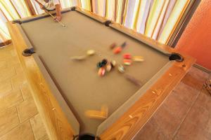A pool table at Montinho De Ouro