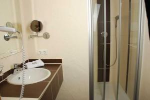 Ein Badezimmer in der Unterkunft Gasthaus Hotel Adler