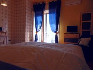 A bed or beds in a room at Leucosia Bed & Breakfast