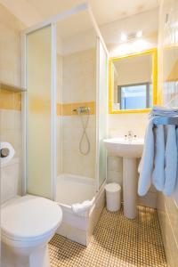A bathroom at Europe Hotel Vieux Port