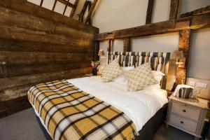 A bed or beds in a room at The White Hart, South Harting