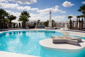 Het zwembad bij of vlak bij Apartamentos Panorama Adults Only