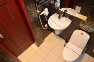 A bathroom at Hotel Veles