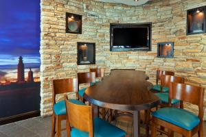 A restaurant or other place to eat at Jurys Inn Plymouth