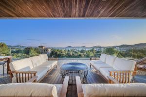 Widok na basen w obiekcie Villas Boquer deluxe lub jego pobliżu