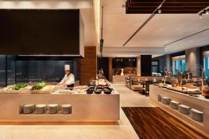 A restaurant or other place to eat at Wyndham Grand Xi'an South