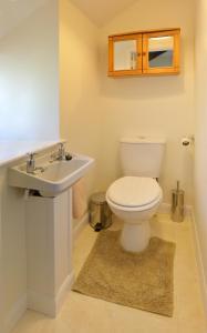 A bathroom at Cronk Darragh Cottage