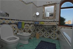 A bathroom at Diva La Canzone Del Mare
