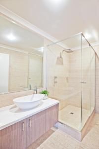 A bathroom at Cottesloe Beach Hotel