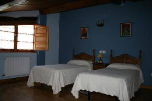 A bed or beds in a room at Posada Los Vallucos