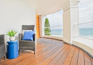 A balcony or terrace at Cottesloe Beach Hotel