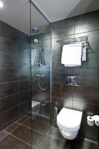 Un baño de Clarion Collection Hotel Folketeateret