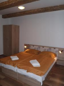 A bed or beds in a room at Houda Bouda - Penzion & Apartmány