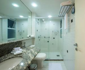 A bathroom at Promenade Palladium Leblon
