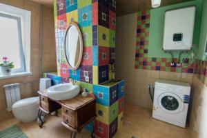 A bathroom at Dragomir Apartments