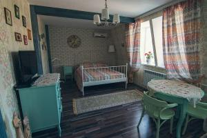 A bed or beds in a room at Dragomir Apartments