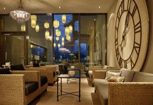 Lounge oder Bar in der Unterkunft Seerose Resort & Spa