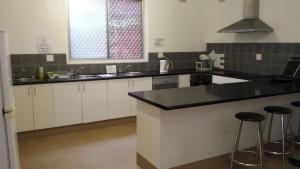 A kitchen or kitchenette at Flinders Motel