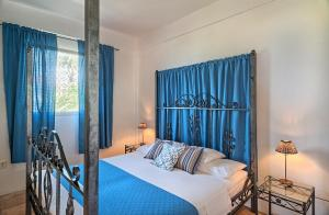 A bed or beds in a room at Caribbean Sea View Holiday Apartments