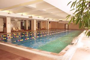 Бассейн в Asia Hotel Beijing или поблизости