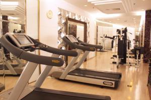 Фитнес-центр и/или тренажеры в Asia Hotel Beijing