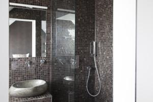 A bathroom at Hotel Mons am Goetheplatz