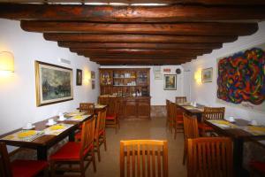 Un restaurante o sitio para comer en Hotel dalla Mora
